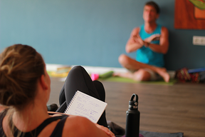 how to pick the right yoga teacher training
